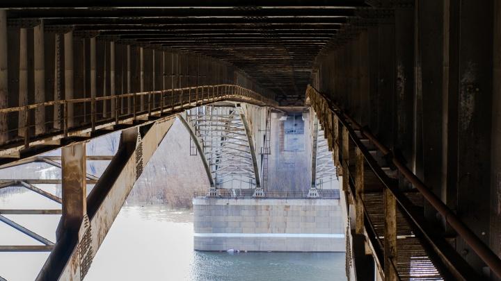 Упавший с моста у «Телецентра» омич был на техническом этаже с девушкой