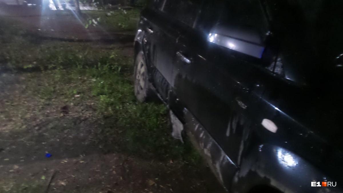 Hyundai оплавился сбоку