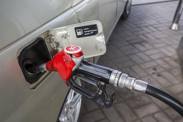В Новосибирской области бензин оказался менее доступным, чем в среднем по России