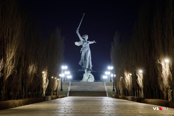 Подрядчик заберет скульптуру под свою власть только в середине мая