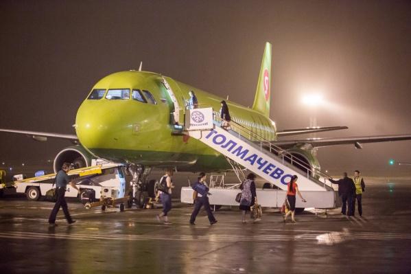 Самолёт должен был вылететь из Новосибирска в 2:00, но пассажиров внезапно эвакуировали