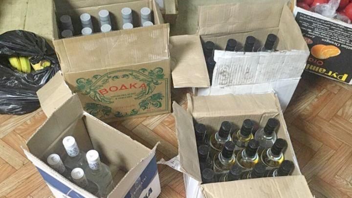 400 бутылок водки для личного потребления: у зауральца изъяли нелегальный алкоголь