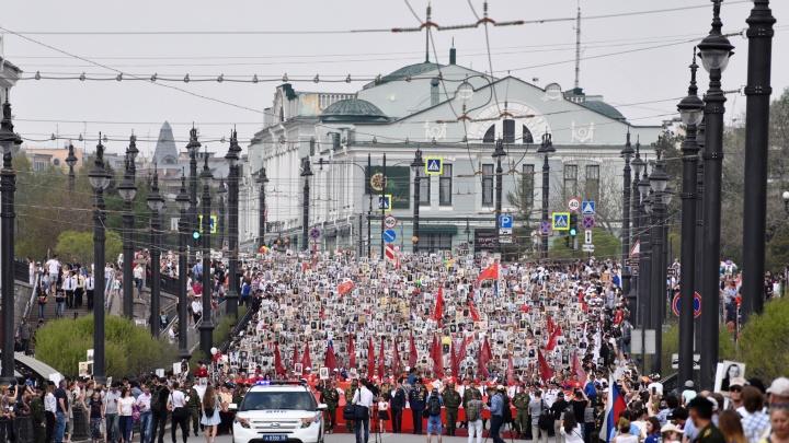 Два с половиной километра людей: смотрим, как колонна «Бессмертного полка» прошла по улицам Омска