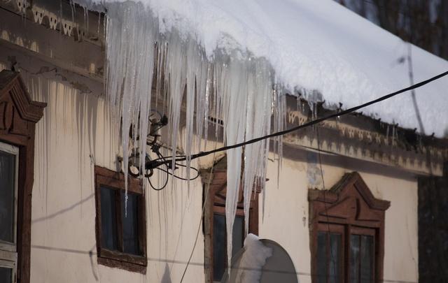 Уфимка засудила управляющую компанию за неубранный снег во дворе