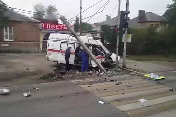 Скорая столкнулась с «Рено» на Чкаловском