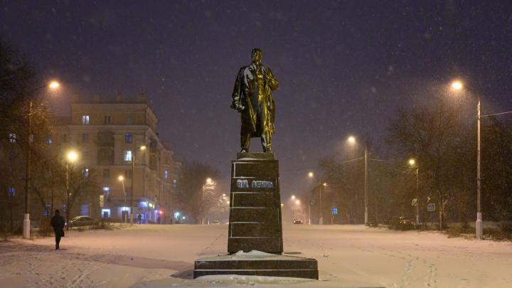 «Люди не отрывались от телефонов, и были аварии»: волгоградский фотограф прогулялся под снегопадом