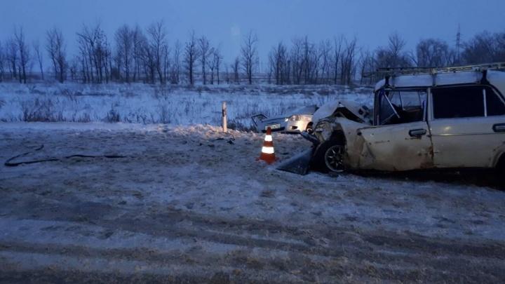 «Машина сложилась вдвое»: в Самарской областиводитель «Приоры» протаранил «Жигули» на встречке
