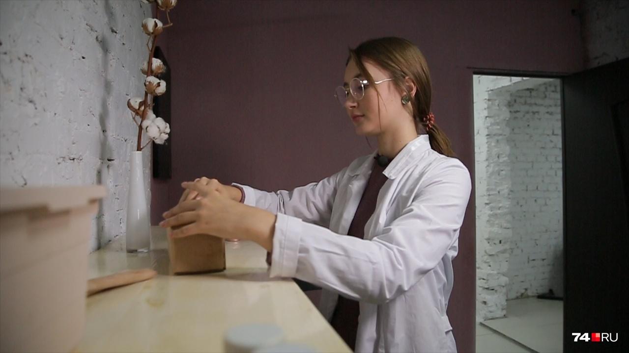 Когда производству стало тесно на домашней кухне, Настя открыла мастерскую