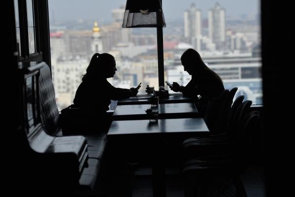Скука в паре возникает, когда люди не хотят работать над отношениями и вкладываться в них