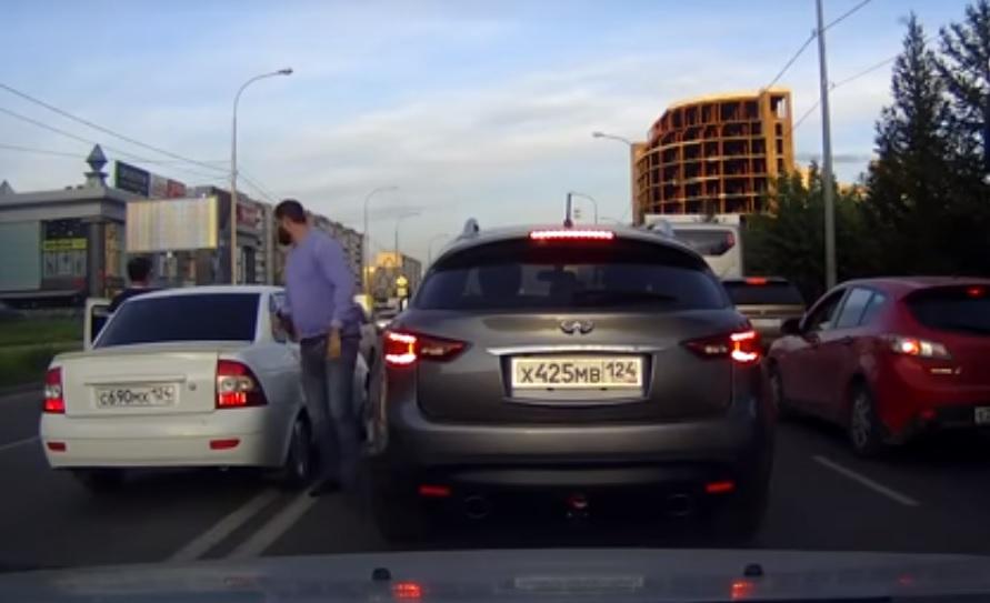 Неменее десятка красноярцев пожаловались наагрессию водителя «Приоры»