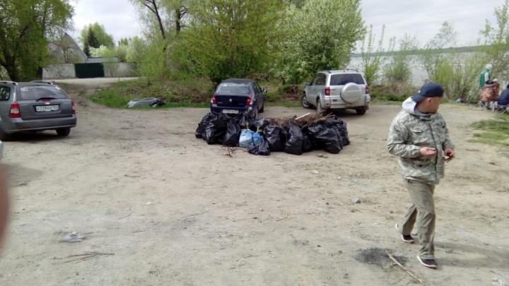 Новосибирцы вывезли 70 мешков мусора с берега Оби