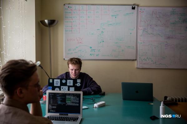 """В приложении новосибирцев <a href=""""https://play.google.com/store/apps/details?id=com.happ.happ&amp;hl=ru"""" target=""""_blank"""" class=""""_"""">Happ core</a> можно делиться и отслеживать настроение окружающих. В будущем, по их задумке, это послужит толчком для масштабных исследований о том, что такое счастье и как его достичь"""