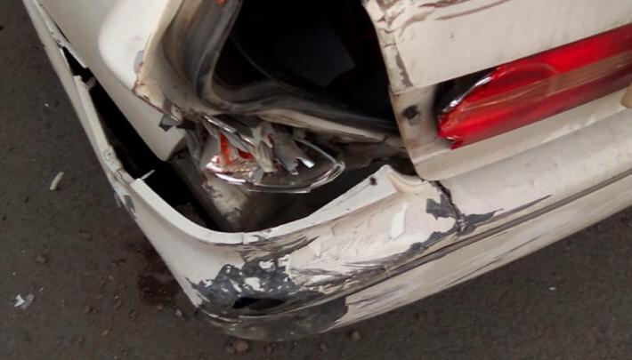 Ночью на Красном проспекте разбили несколько машин: владельцы обнаружили повреждения только утром