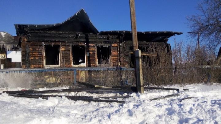 При пожаре в уральской деревне погиб четырехлетний ребенок