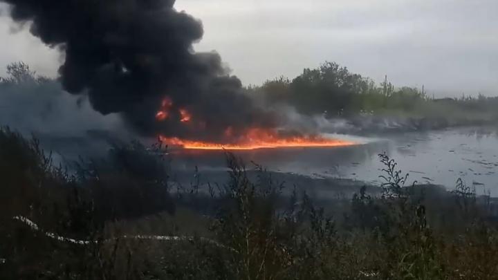 Появилось видео пожара на мазутном озере в Самаре