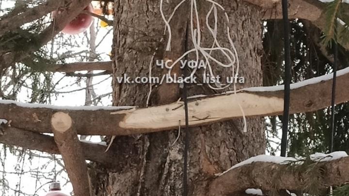 В столице Башкирии решили сделать одну из новогодних елок более объемной, правда, необычным способом