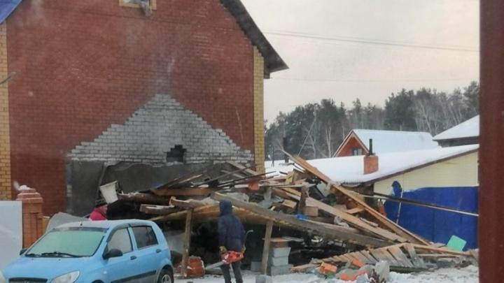 Утром под Тюменью взорвался гараж