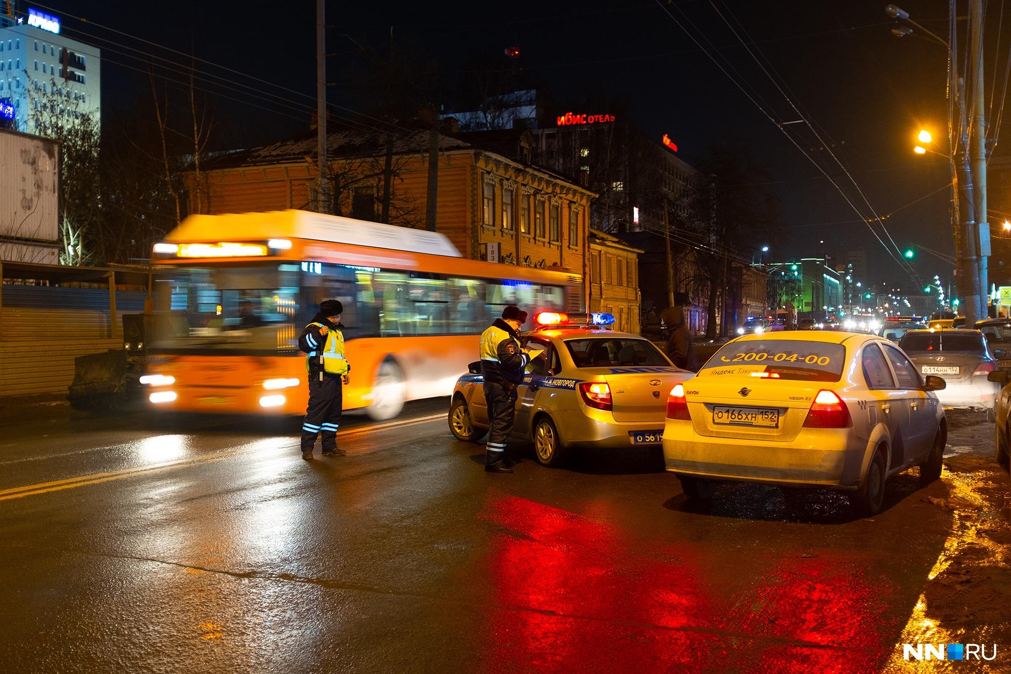 Из-за случившегося улицу Максима Горького частично перекрыли. Сейчас движение восстановлено<br><br>