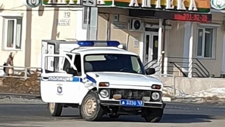 На пересечении проспекта Кирова и Победы водитель Mitsubishi Pajero протаранил автомобиль полиции