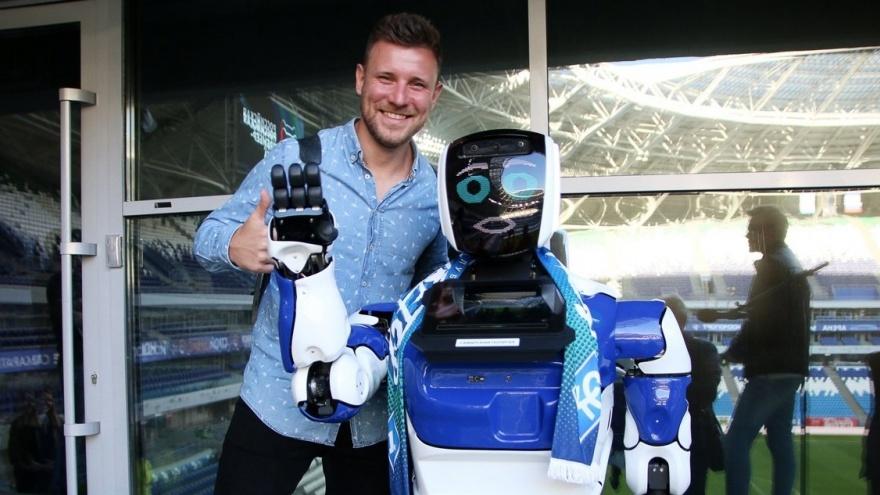 В Самаре появился робот — фанат «Крыльев Советов»