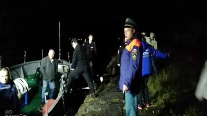 «Осталось два водных пути»: теплоход, который вышел из Соловков и сел на мель, сняли с маршрута