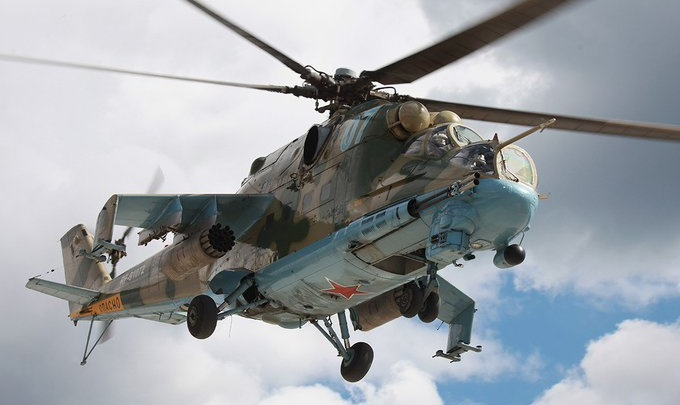 В небе над Красноярском заметили военные вертолеты