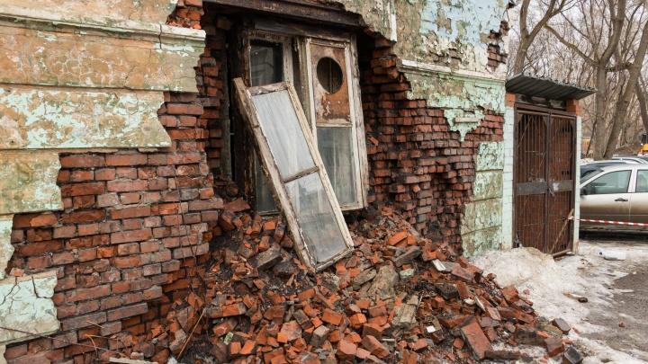 В Перми аварийный дом на Уральской, 110 рассыпается на глазах у жителей