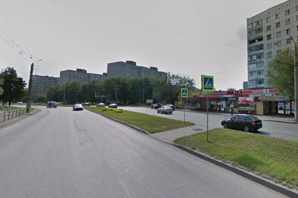 Женщину сбили утром в четверг на пешеходном переходе возле остановки «Управление соцзащиты» на улице Гагарина
