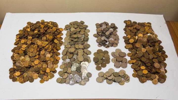Новосибирцев просят отдать мелочь за редкие 100-рублёвки