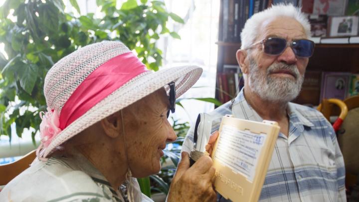«Метод сопоставления рыночных цен»: в Волгограде для слепых закупают 749 андроидов по 19000 рублей