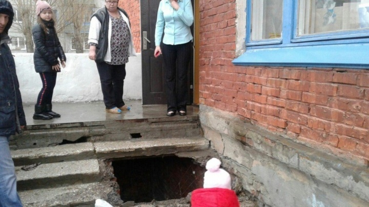 Мэрия ищет деньги на ремонт рассыпавшегося под людьми крыльца в садике на «Московке-2»