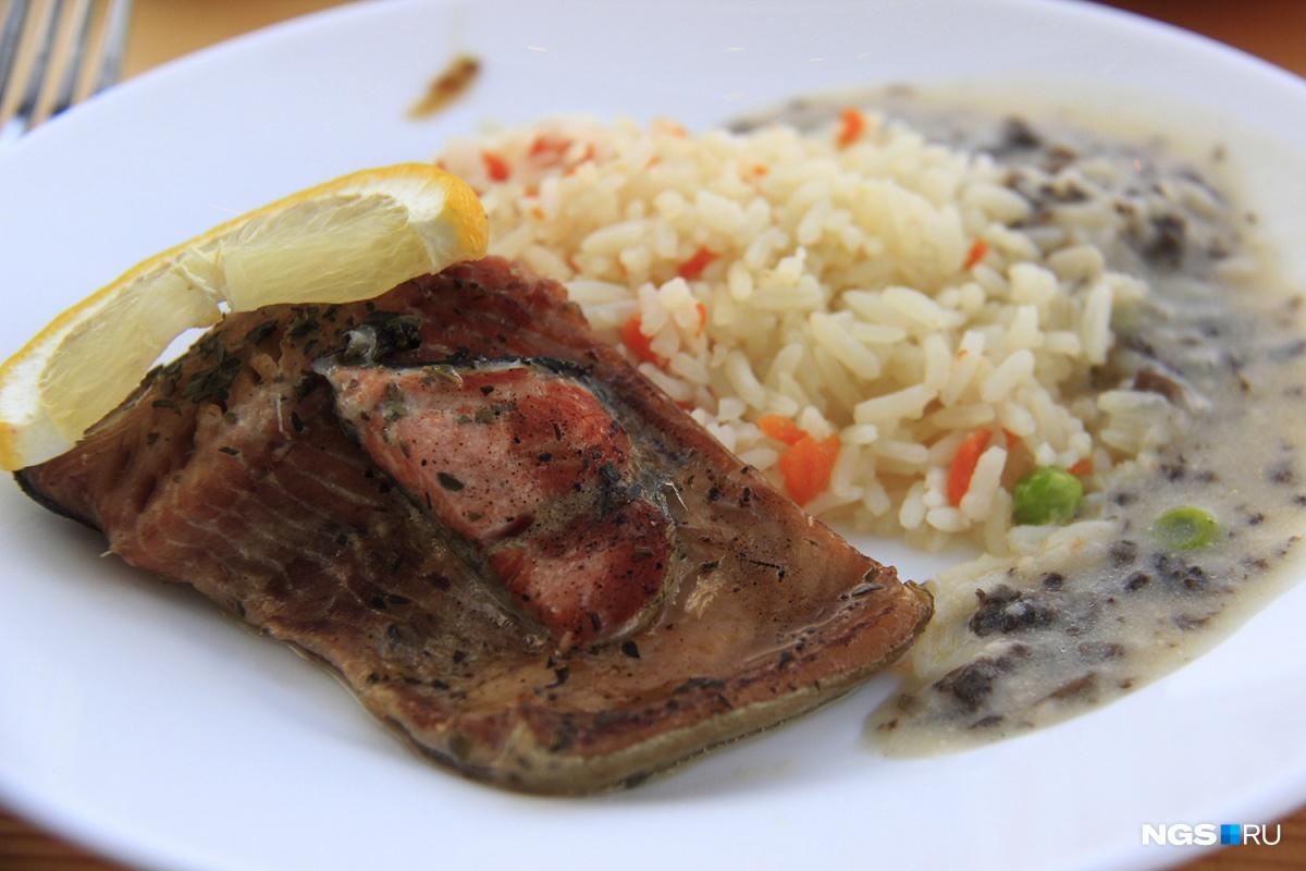 «Фермерская форель» с рисом и грибным соусом за 226 рублей
