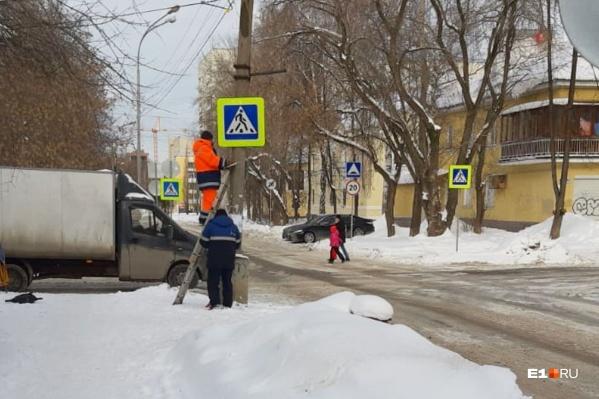 Местные жители на протяжении нескольких лет просили сделать на перекрестке пешеходные переходы