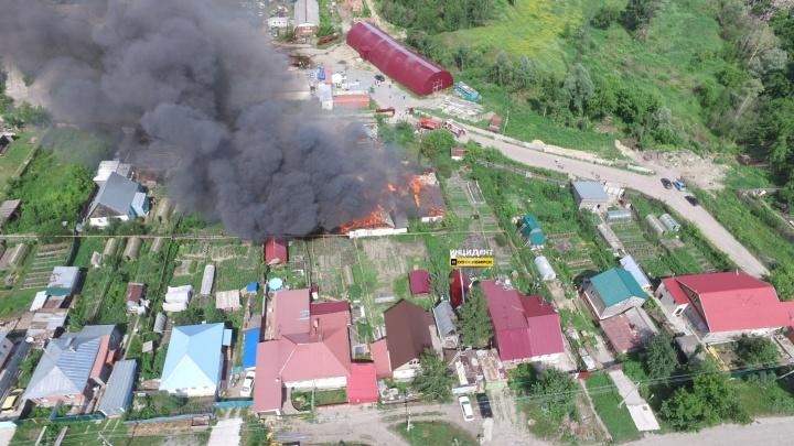 Небо над Октябрьским районом заволокло дымом от пожара