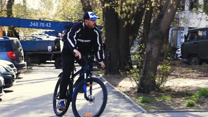 «Давайте бросим машины»: чиновник показал челябинцам, как добирается на работу на велосипеде
