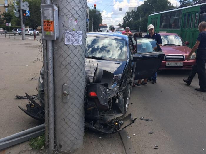 В аварии не пострадали люди, но разбиты машины
