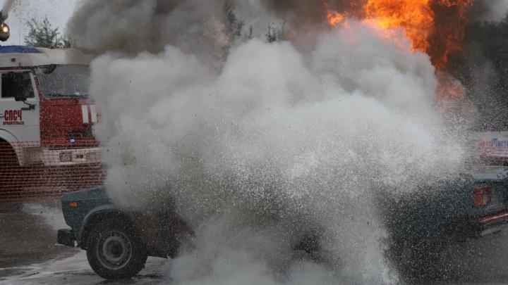 В центре Архангельска подожгли две иномарки