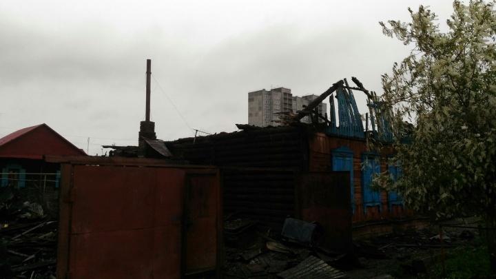 15 жильцам сгоревших домов предложили заселиться в гостиницу