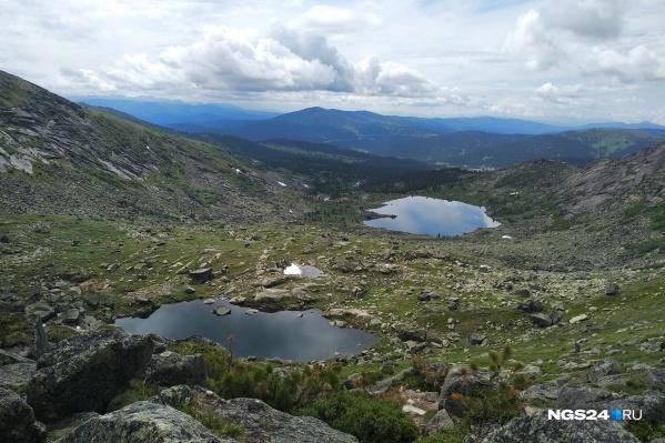 Озера кажутся с высоты лужицами, но на самом деле между ними большое расстояние