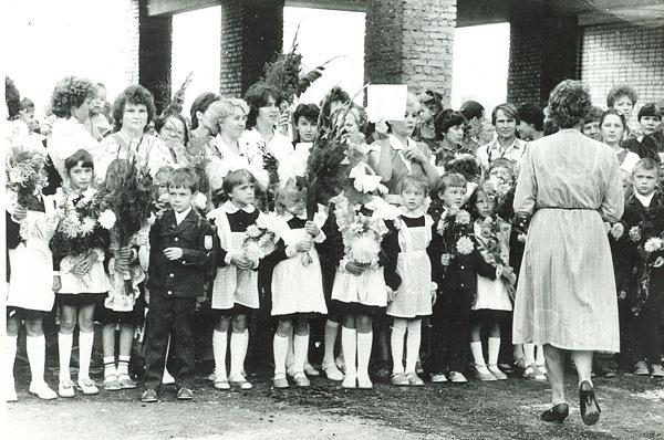 Привет из Советского Союза. 15 ламповых старых фото со Дня знаний в тюменских школах