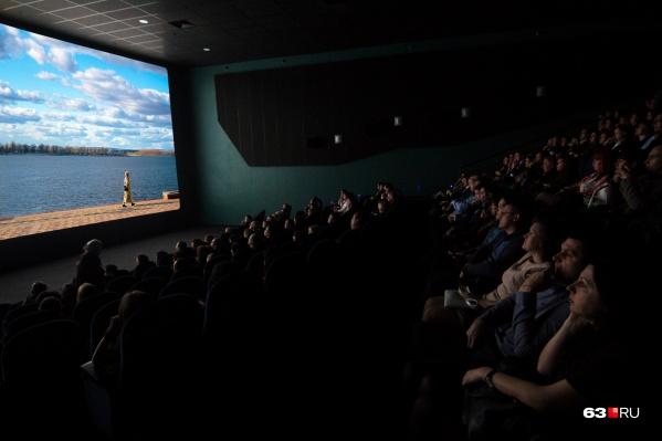 Кинотеатр рассчитан на 645 мест