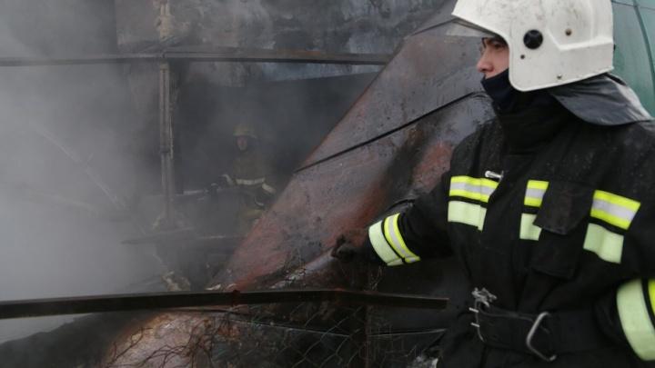 На стройке в Уфе сгорел вагончик строителей