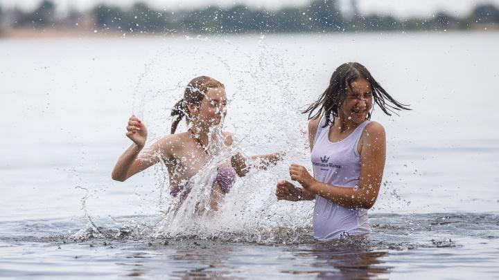 Волга, квас, фонтаны и любовь: волгоградцы переживают аномальный летний зной — фоторепортаж