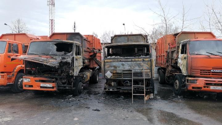 «Опять с утра не вывезут»: сразу три мусоровоза сгорели в Нижнем Новгороде из-за случайности