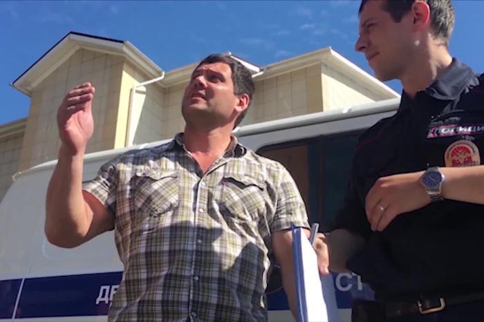 Сотрудники службы безопасности компании «Трапеза» уверены, что участок дороги и парковка на улице 2-я Воинская, 51 принадлежат их предприятию