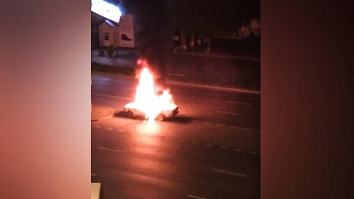 Ночью на Мельникайте дотла сгорела Lada