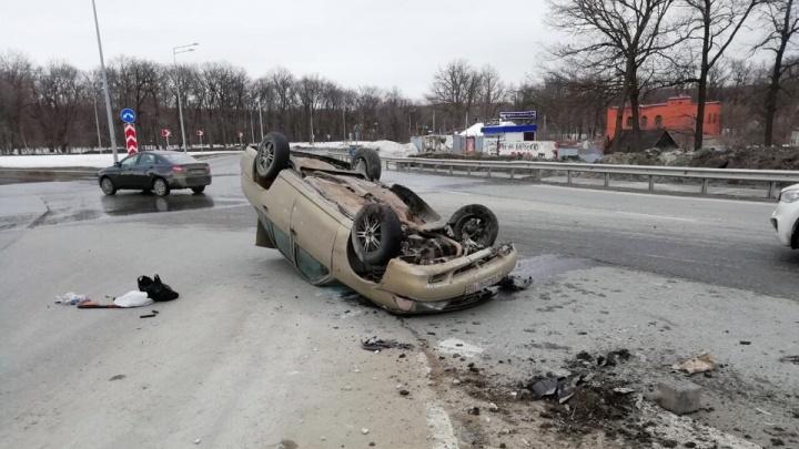 На Волжском шоссе — Демократической Daewoo Nexia перевернулась на крышу
