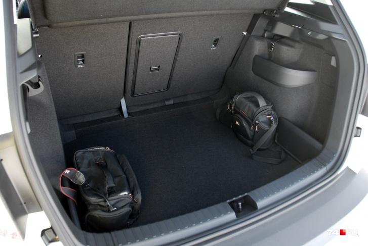 Багажник объёмом 500 литров имеет близкую к прямоугольной форму