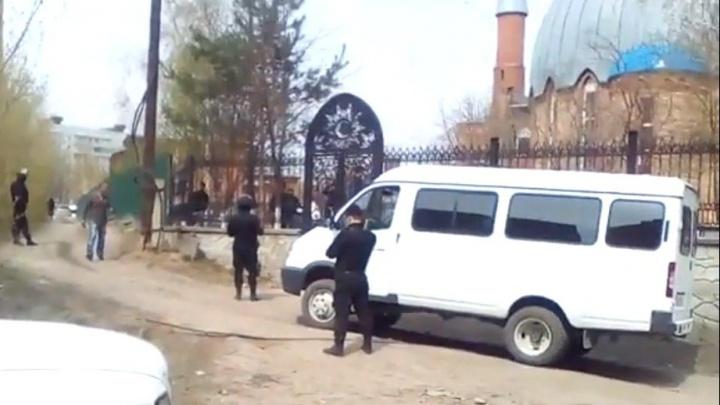 ОМОН нагрянул в новосибирскую мечеть во время молитвы