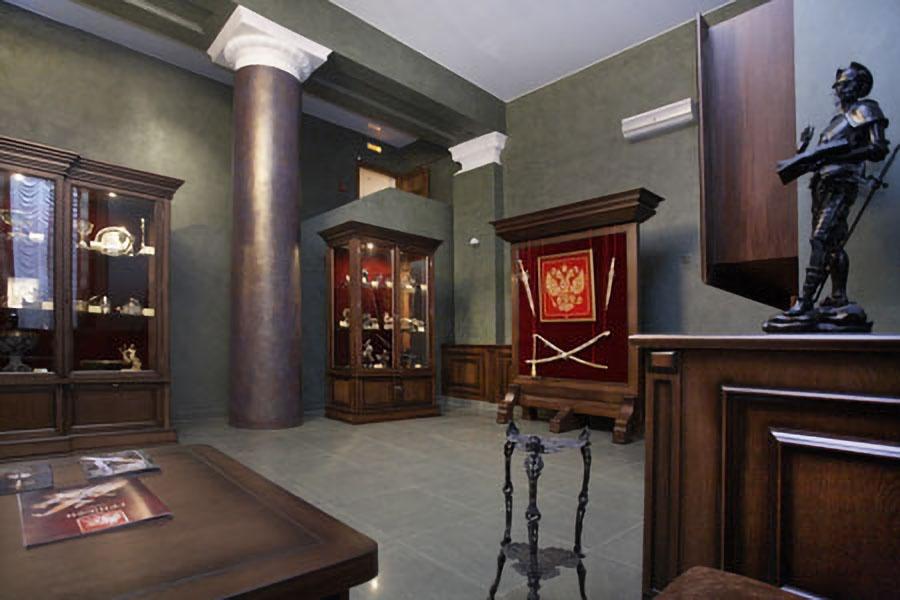 Сейчас экспозиция губернаторского салона работает в Музее изобразительных искусств